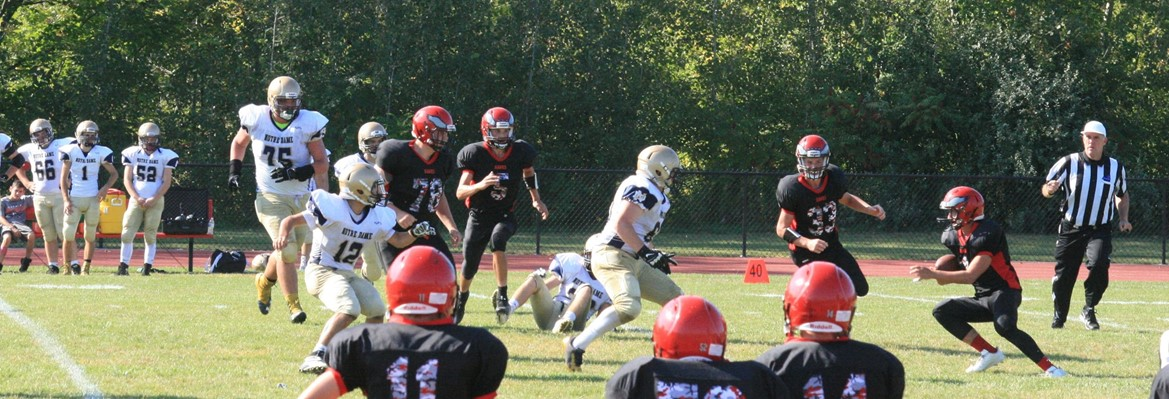 holley football player running with the ball