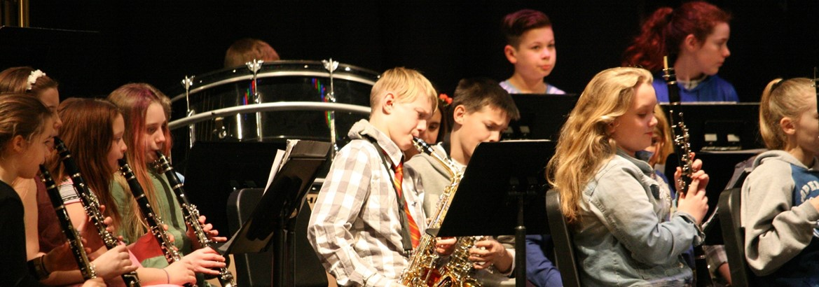 elementary band performing